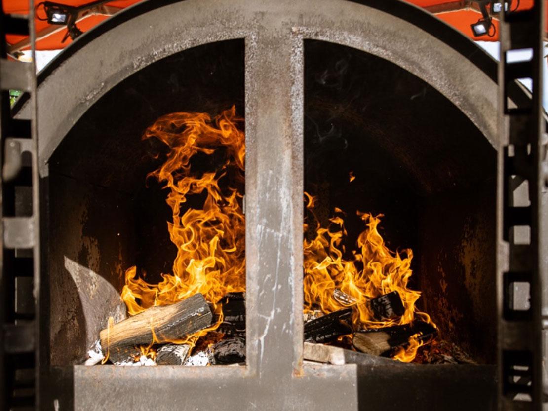 Smoker XXL BBQ mit Feuer